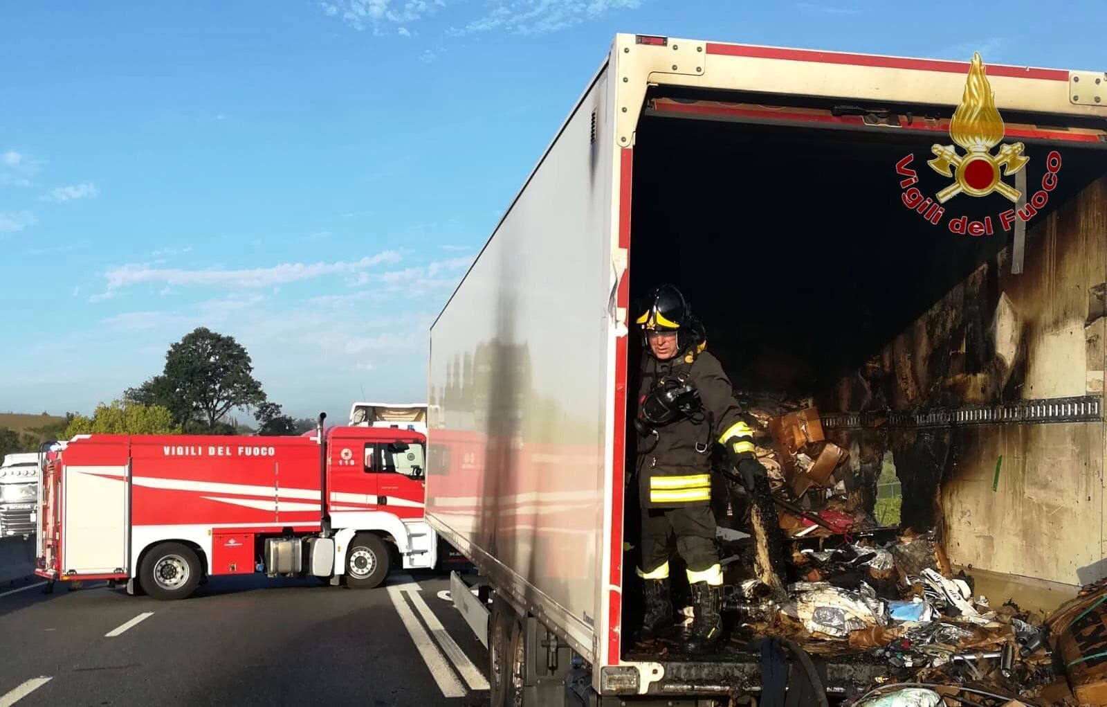incendio camion superstrada 1-2