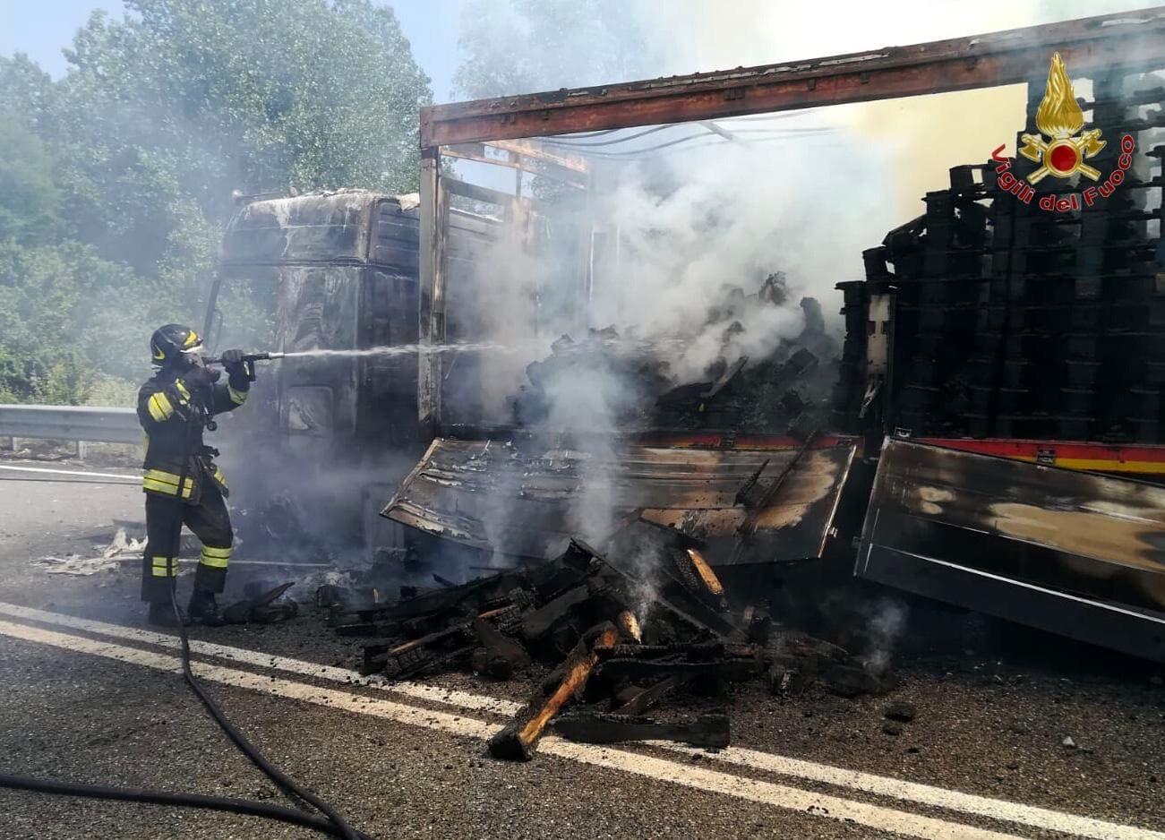 Incendio camion superstrada montopoli 13 giugno 2019-2