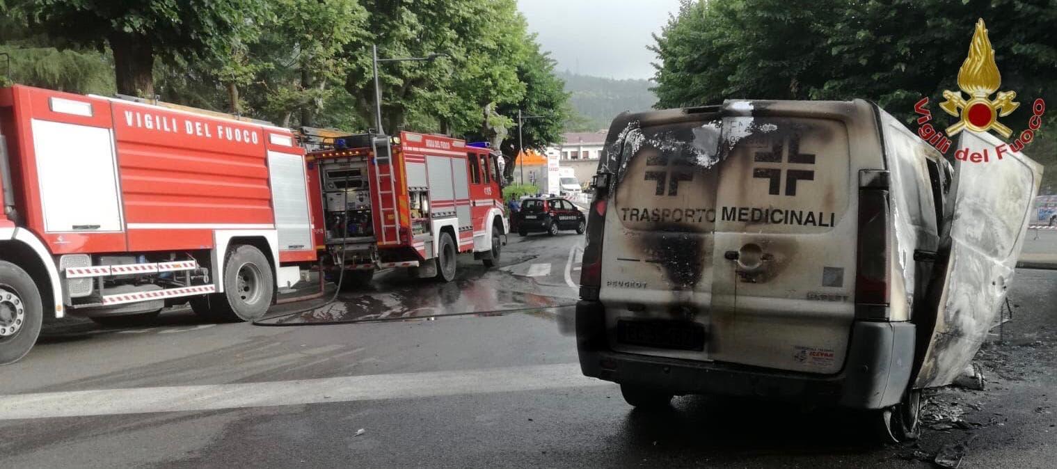 furgone a fuoco montecatini val di cecina 1-2