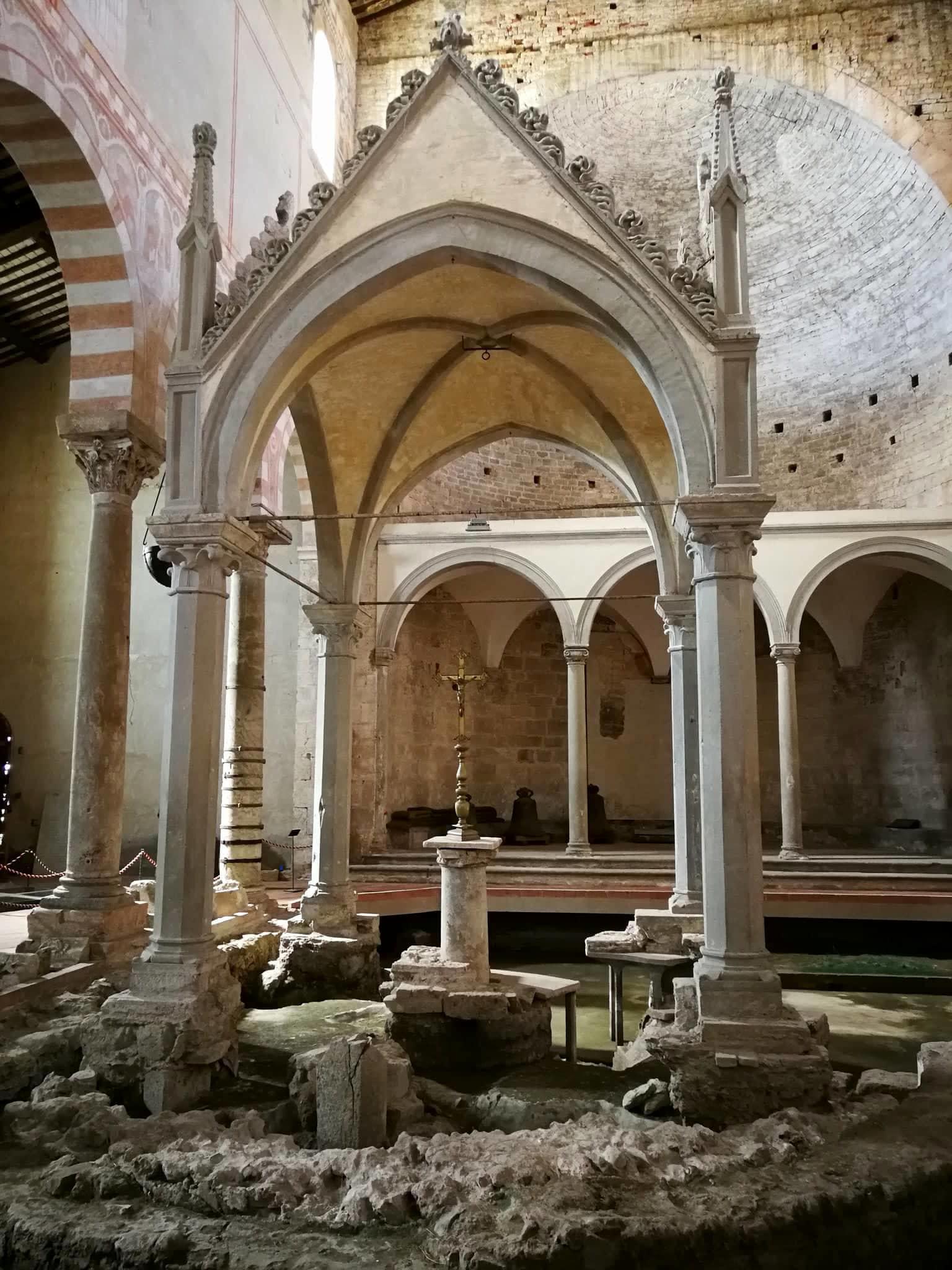 altare di san pietro basilica san piero a grado