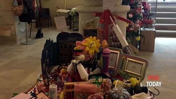 mercatino di natale nella cripta di san pierino a cura della compagnia di san ranieri-3