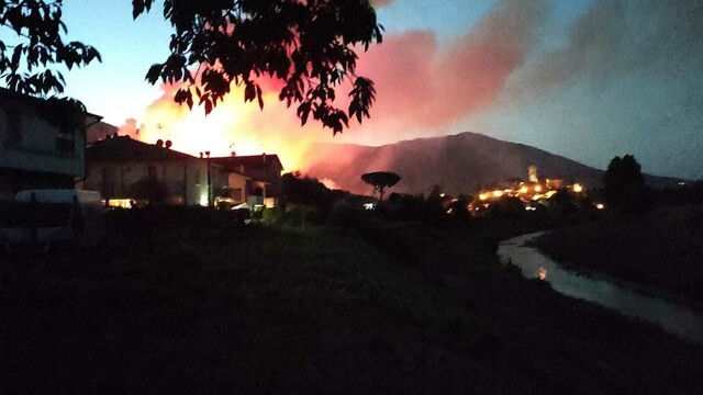incendio monti pisani vicopisano 14 agosto 2021 2