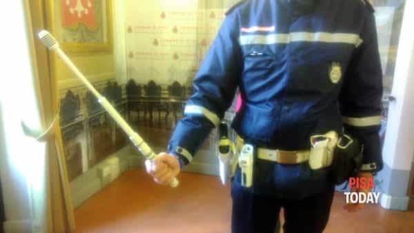 Polizia Municipale: pronti all'uso mazzetta distanziatrice e spray urticante