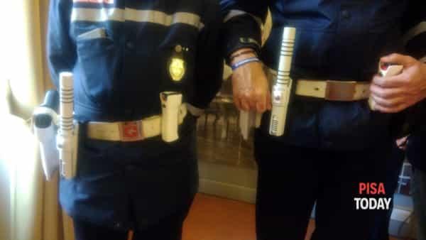 dotazioni polizia municipale spray mazzette