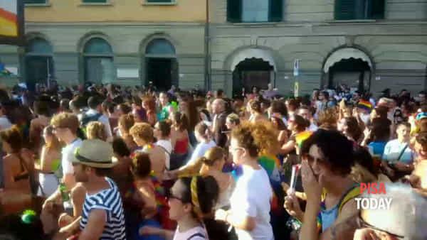 Toscana Pride, il corteo: fiume di manifestanti per le vie del centro