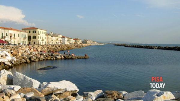 Mercato sul lungomare a Marina di Pisa