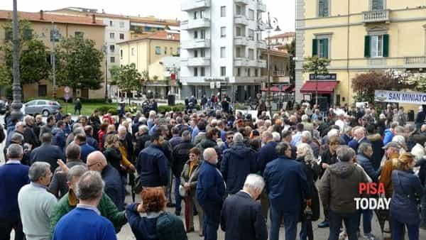 """Il sindaco in piazza contro Canapisa: """"Vogliamo una città diversa"""""""