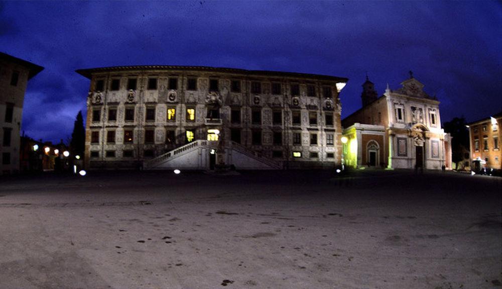 Donna Malmenata Di Notte In Piazza Cavalieri  24enne
