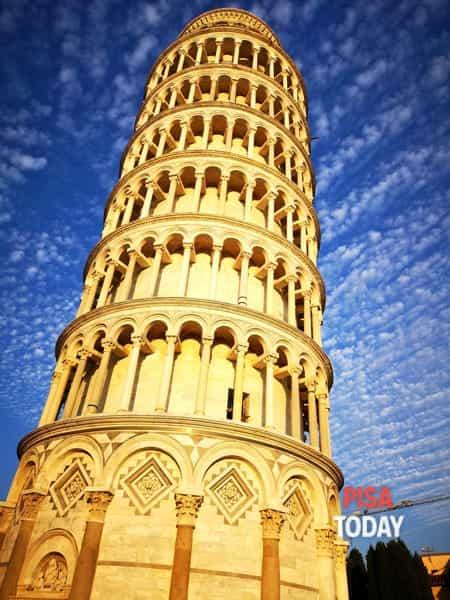 La Torre di Pisa illuminata dal sole - Foto Andrea Martino